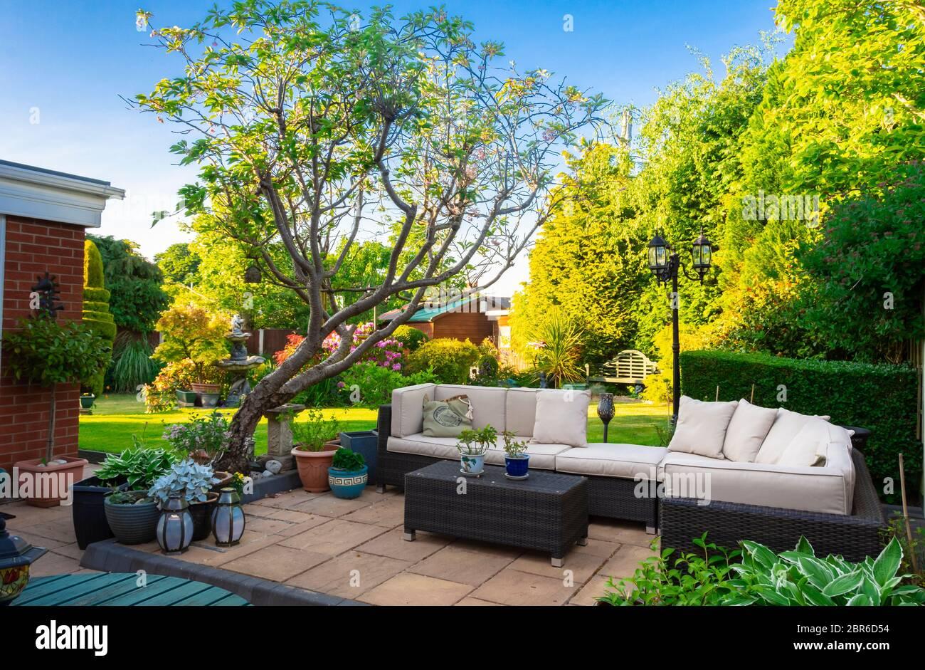 garden furniture flagged patio