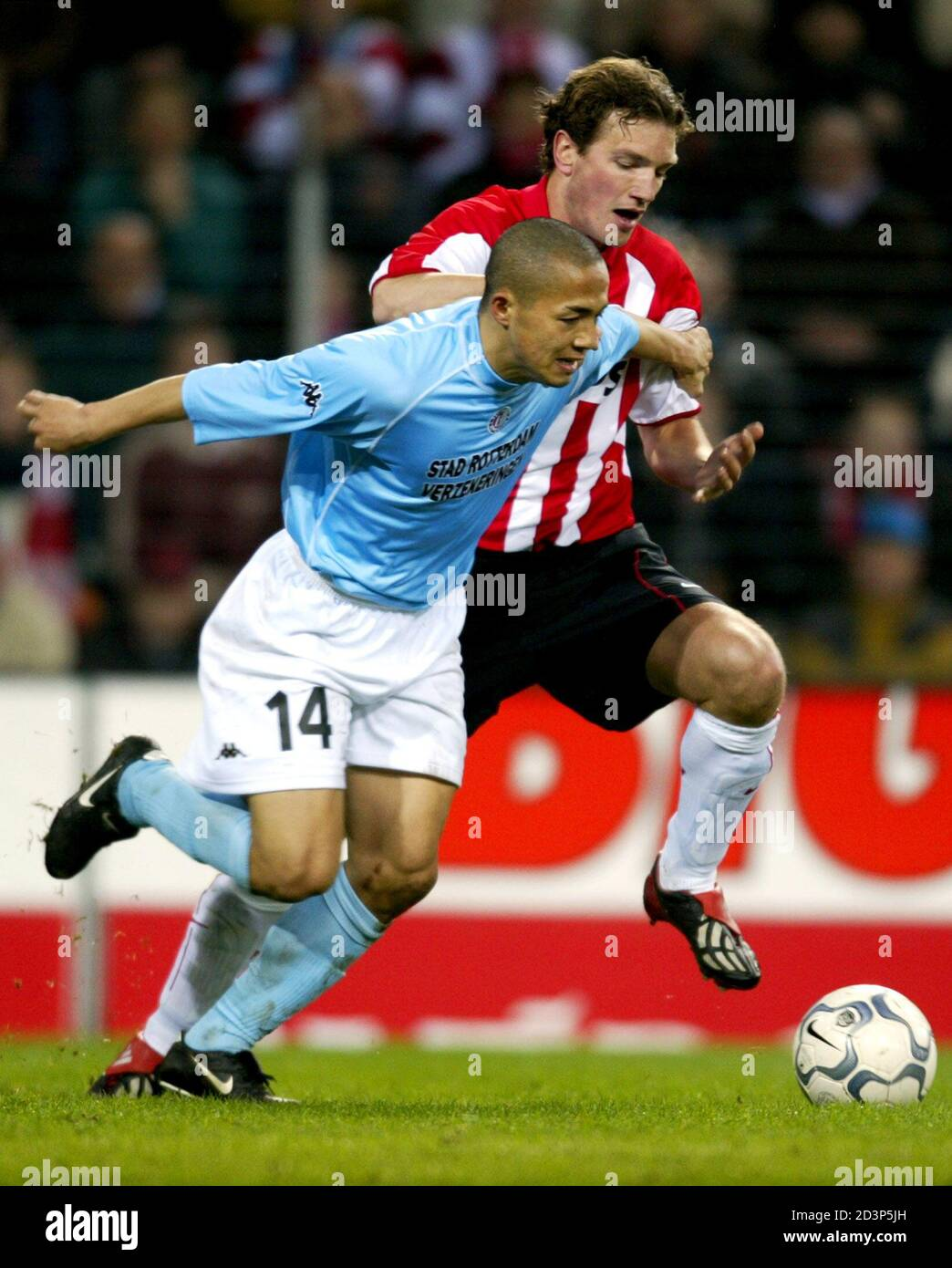 https www alamy com feyenoord striker ono challenges psv defender bruggink during their first leg quarter finals uefa cup match feyenoord striker shinji ono l challenges psv defender arnold bruggink during their first leg quarter finals uefa cup match in eindhoven march 14 2002 the match ended in a 1 1 draw reutersjerry lampen image380959449 html