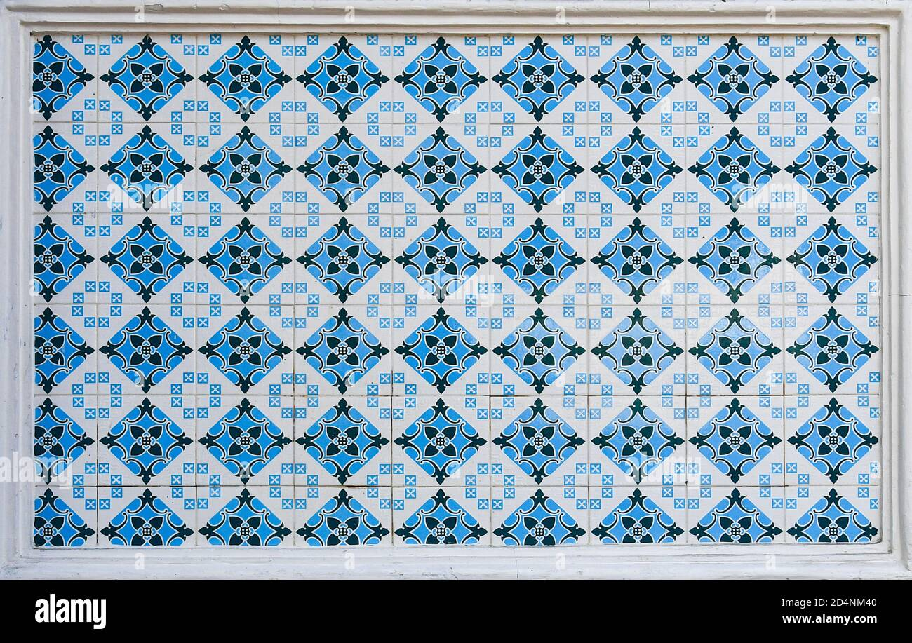 https www alamy com a geometric ceramic tile mosaic as typically found on the frontages of traditional chinese peranakan shop houses in asia image381563504 html