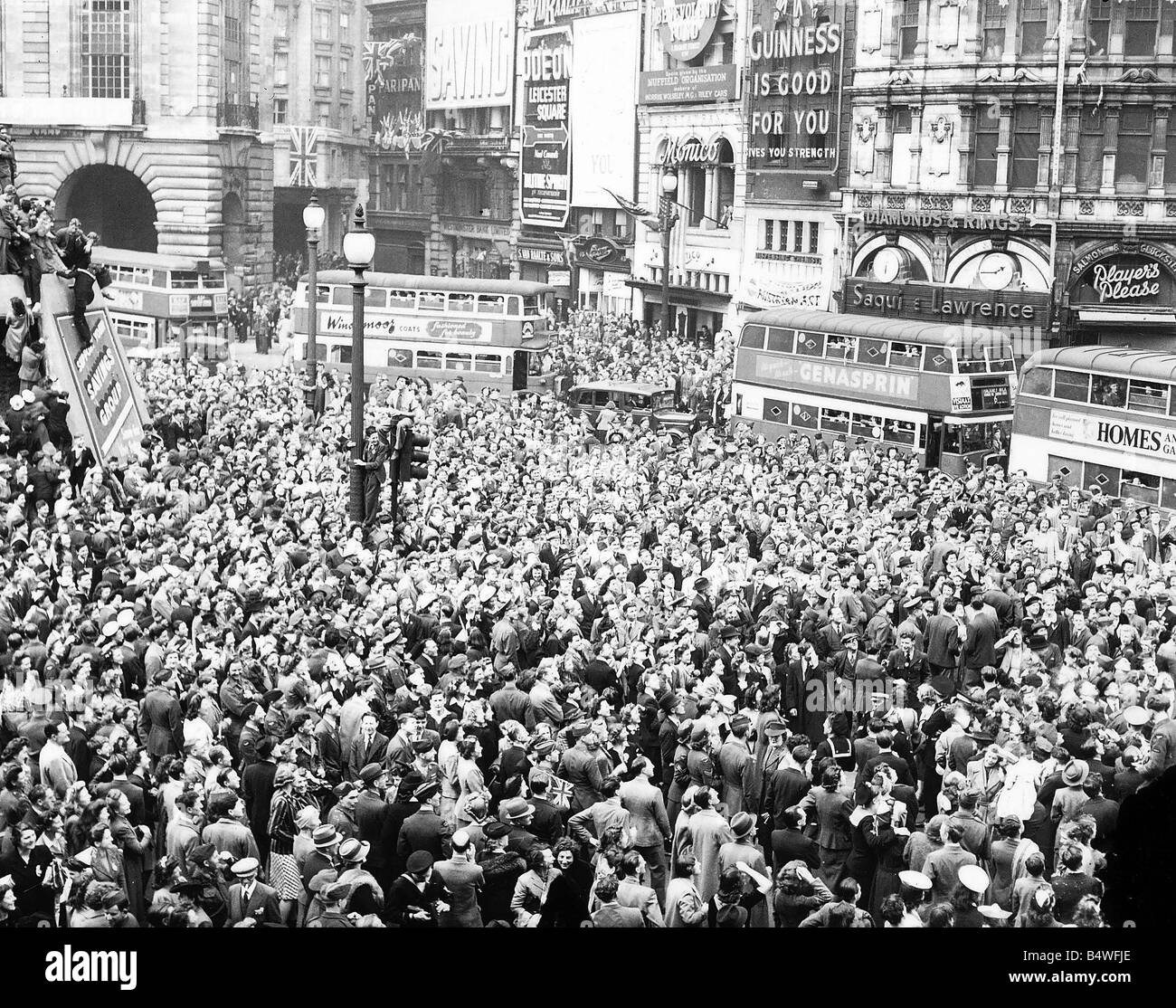 Piccadilly Circus London At The End Of World War 2