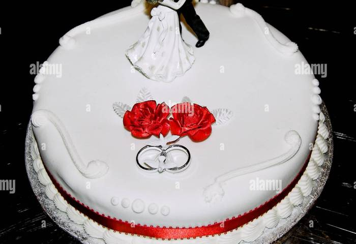 Simple Wedding Cake With Bride And Groom Decoration Stock Photo