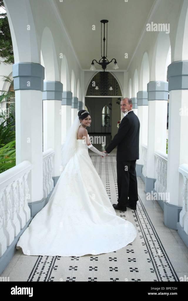 https://i2.wp.com/c8.alamy.com/comp/BPE72H/international-wedding-BPE72H.jpg?w=640&ssl=1