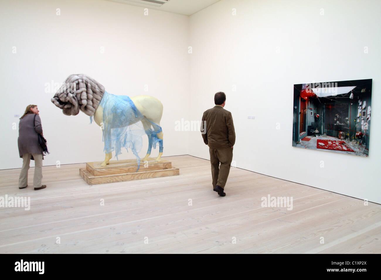 Uk Visitors To Saatchi Art Gallery In Chelsea London Stock Photo Alamy