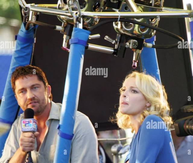 Gerard Butler And Katherine Heigl On The Set Of Their Upcoming Movie The Ugly Truth Filming On Location In A Hot Air Balloon