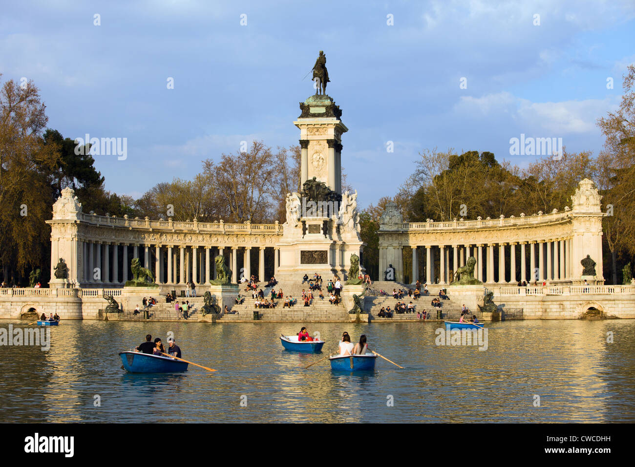 Image result for buen retiro park in spanish