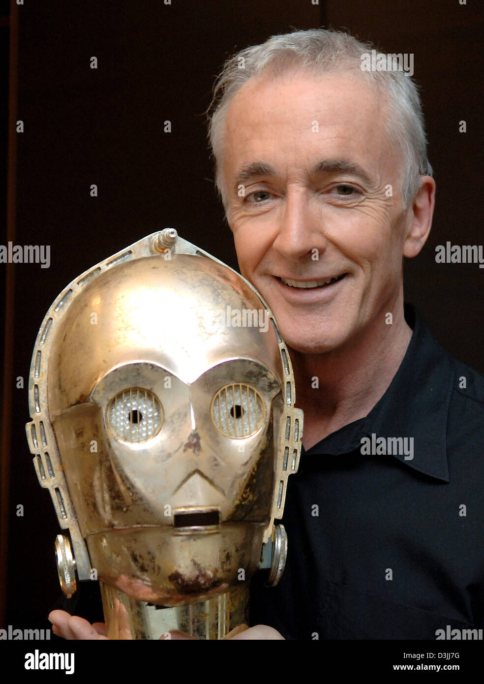 Dpa British Actor Anthony Daniels Presents The Mask Of The Famous Stock Photo Alamy