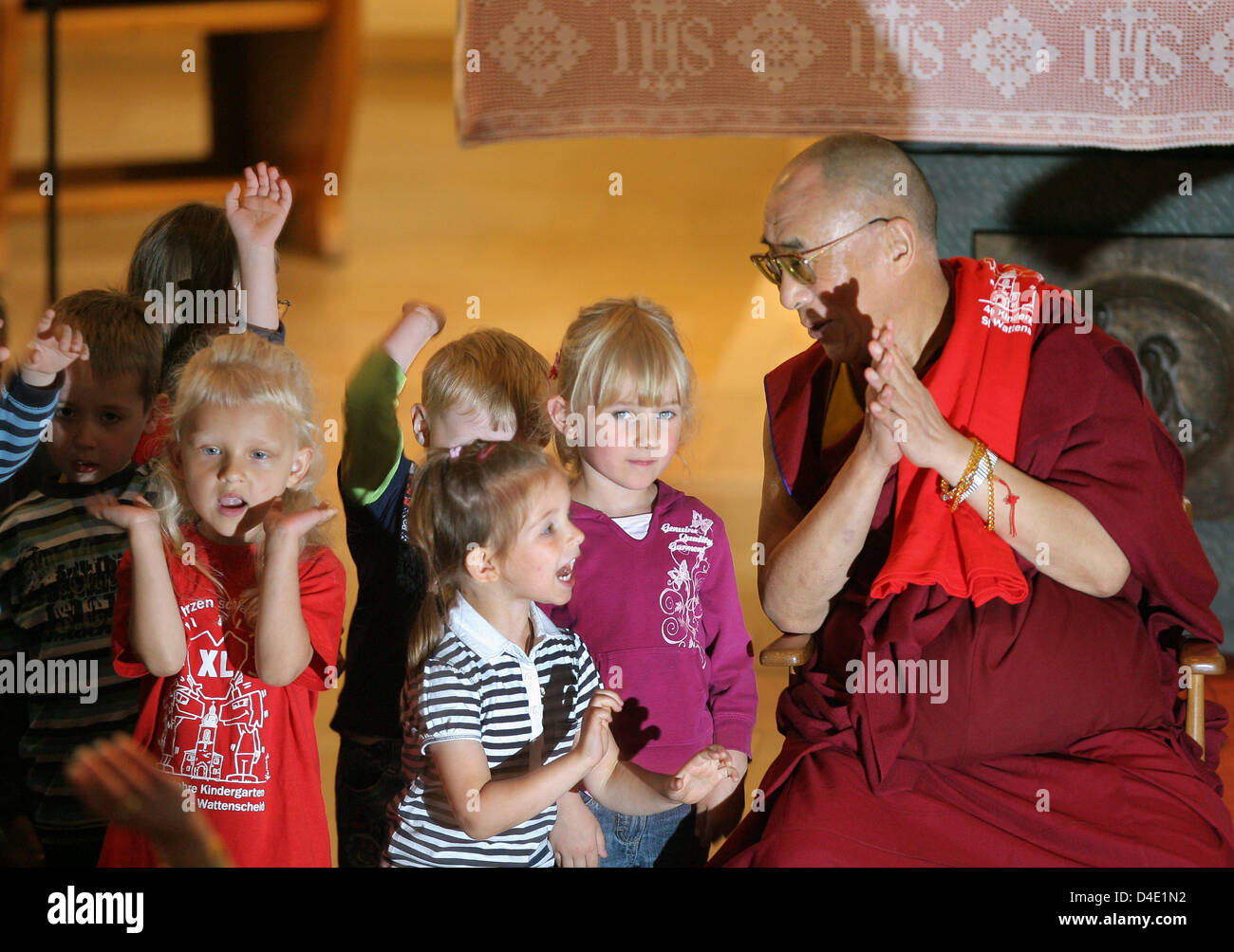 The Dalai Lama embraces children after a questions and answers Stock     The Dalai Lama embraces children after a questions and answers session with  kids at St  Nikolaus church in Bochum  Germany  16 May 2008