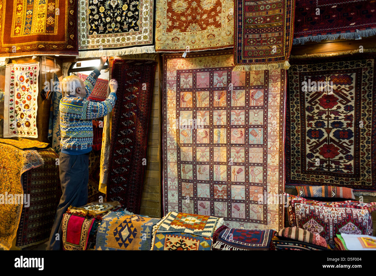 Carpet Stores Stock Photos   Carpet Stores Stock Images   Alamy Grand Bazaar  Kapali Carsi  Istanbul  Turkey   Stock Image