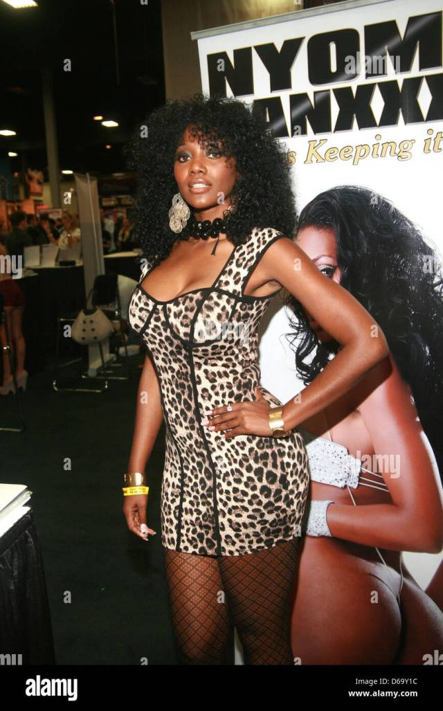 Nyomi Banxxx 2011 Exxxotica Expo Held At The New Jersey Convention And Exposition Center Edison