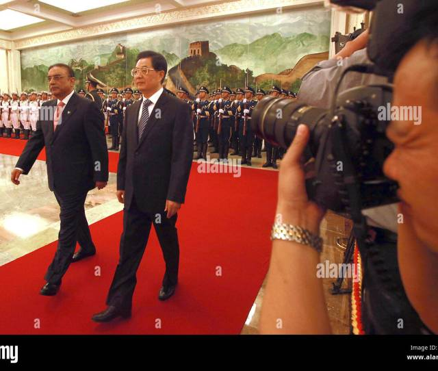 Beijing China China 7th June 2012 Chinese President Hu Jintao Escorts Pakistan President Asif Ali Zardari Past His Cabinet During A Welcoming Ceremony