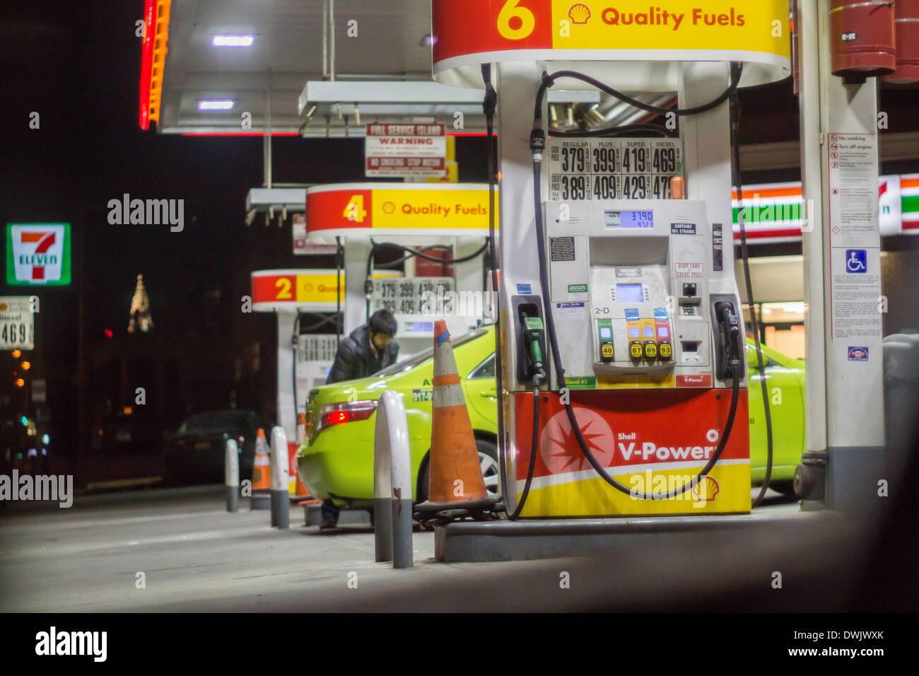 7 Eleven Gas Station Stock Photos Amp 7 Eleven Gas Station Stock Images