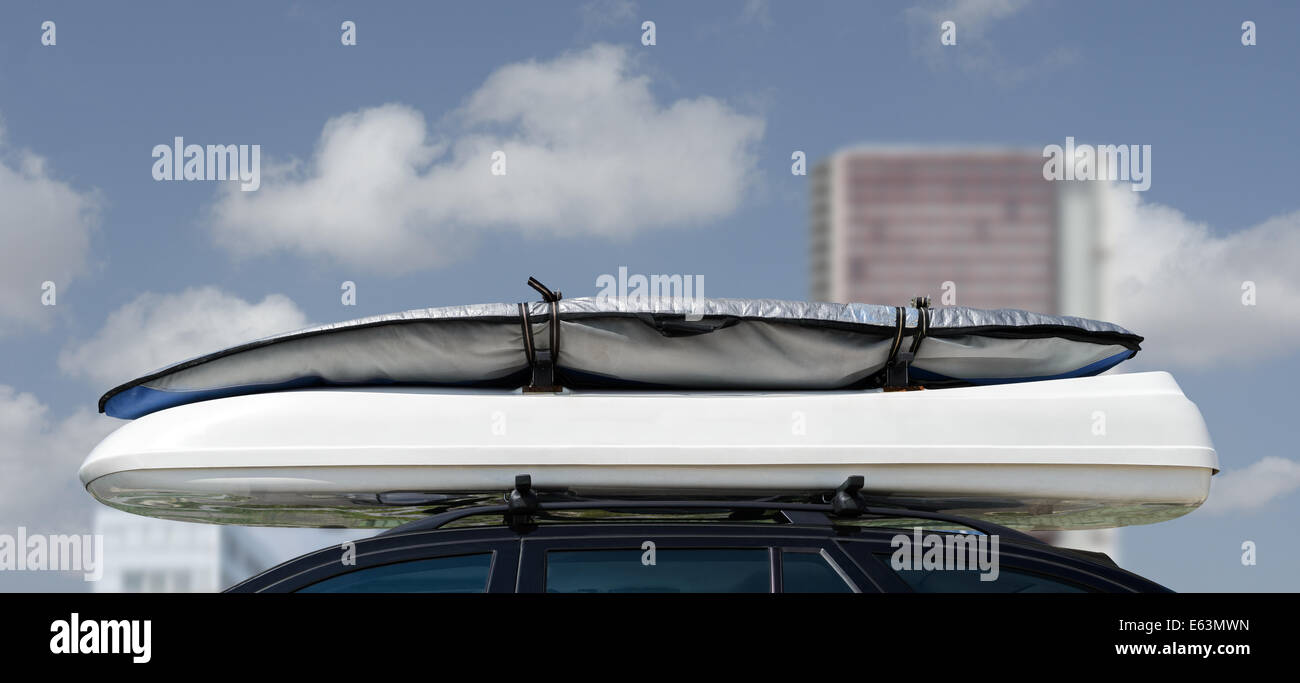 https www alamy com stock photo baggage luggage surfboard on car top roof carrier rack box 72611665 html