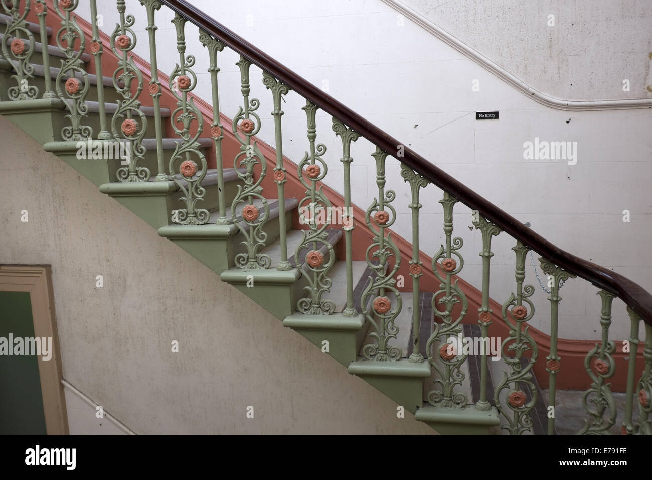 Old Cast Iron Staircase Empty Gloomy Old Building Stock Photo Alamy | Cast Iron Handrails For Stairs | Baluster Curved Stylish Overview Stair | 1920'S | Iron Railing | Exterior Stair | Georgian