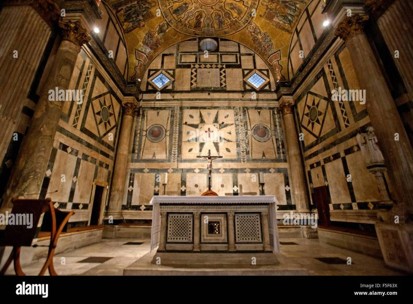 Altar in the Baptistry of the Duomo  central cathedral of Florence     Altar in the Baptistry of the Duomo  central cathedral of Florence   Italy Baptistery interior Florence  Italy