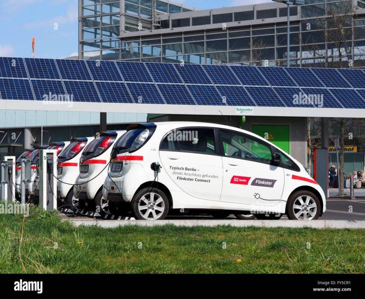 Electronic rental cars of Deutsche Bahn carsharing daughter company     Electronic rental cars of Deutsche Bahn carsharing daughter company   Flinkster  are seen in Berlin on April 04  2016  Photo  Wolfram  Steinberg dpa