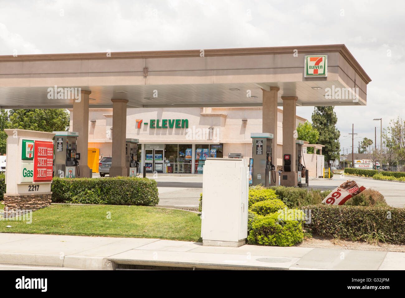 7 Seven Eleven Stock Photos Amp 7 Seven Eleven Stock Images