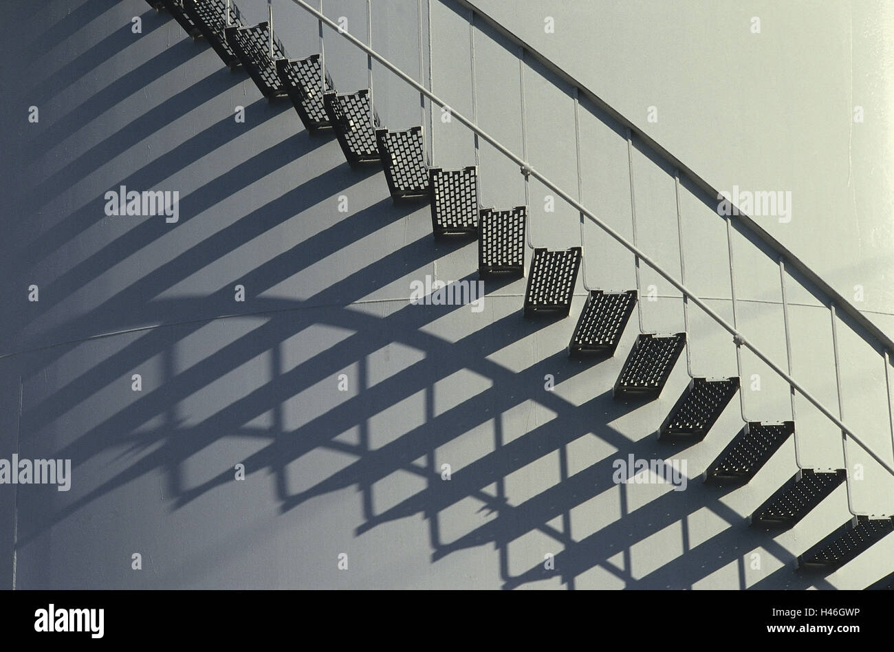 Steel Steps High Resolution Stock Photography And Images Alamy   Metal Steps For Outside   Loading Dock   Covered   Round   Easy   Outdoors