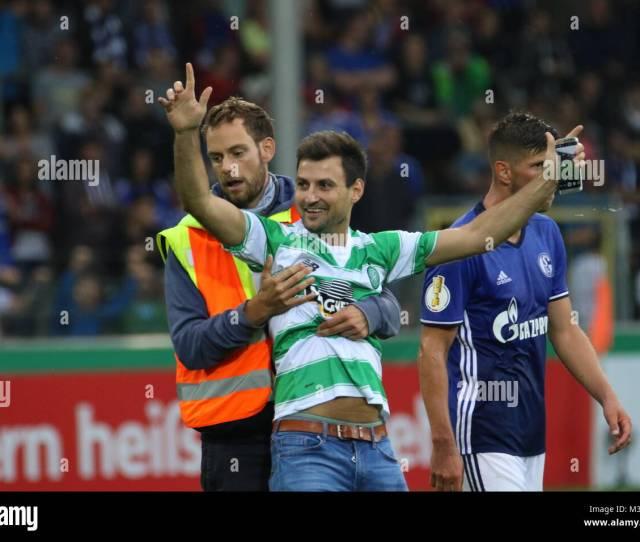 Erst Ein Foto Von Klaas Jan Huntelaar Schalke 04 Dann Wird Der Fan