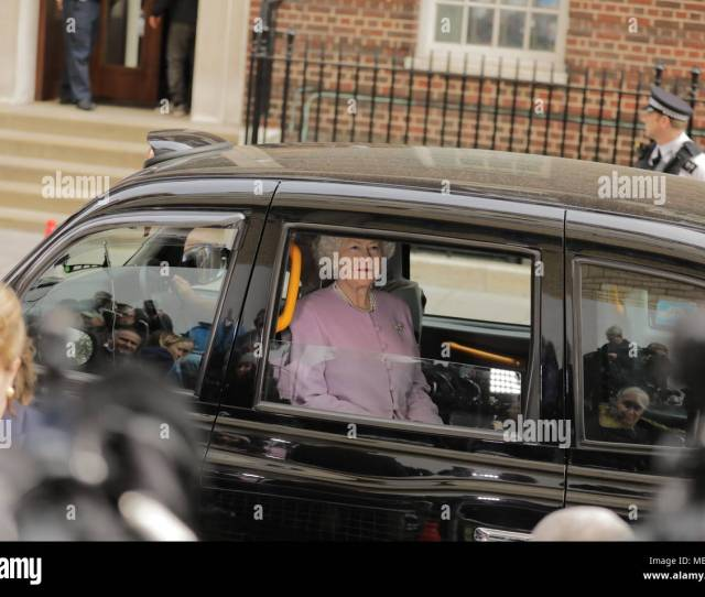 Fake Hm The Queen Arrives At The Lindo Wing Via Taxi Credit Amanda Rose Alamy Live News