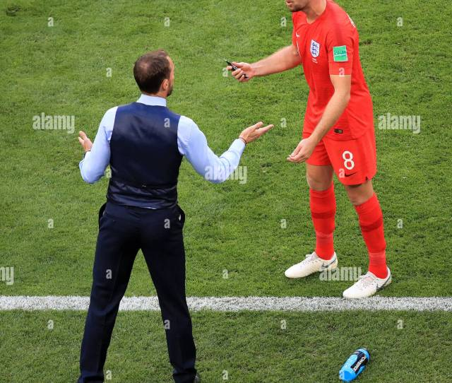 England Manager Gareth Southgate Speaks With Jordan Henderson During The Fifa World Cup Quarter Final Match At The Samara Stadium