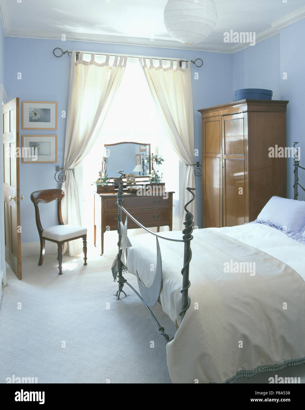 White Wrought Iron Antique Bed High Resolution Stock Photography And Images Alamy