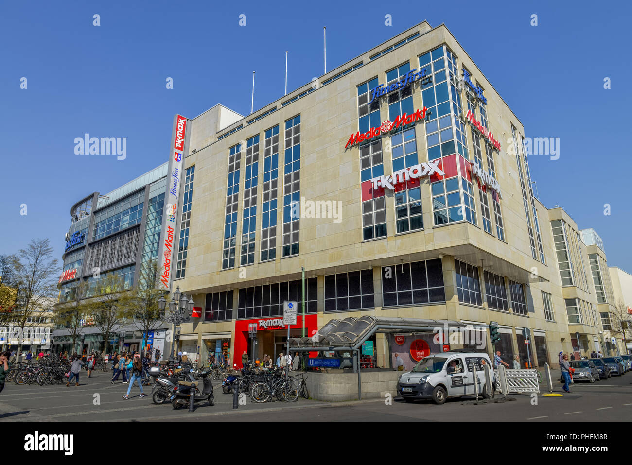 Page 2 Mediamarkt High Resolution Stock Photography And Images Alamy