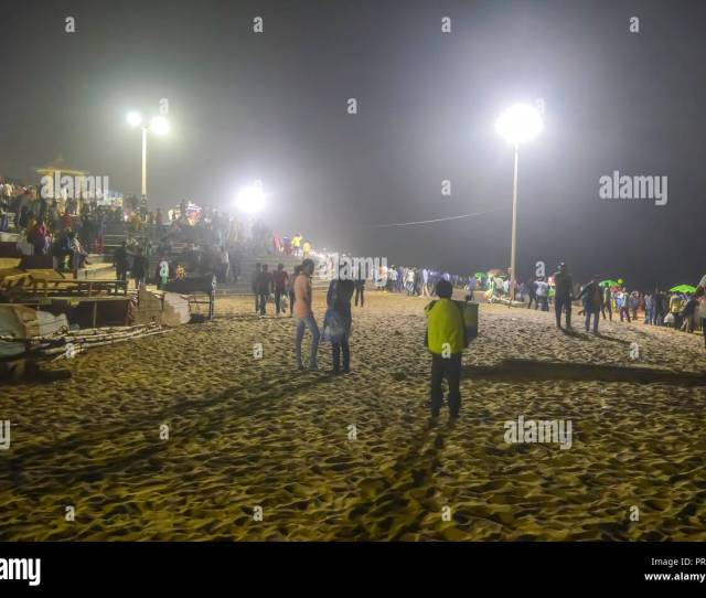 People Crowd At Night After Sunset In A Beach Party In Summer Vacation Goa India Concept Of Nightlife Holiday Entertainment