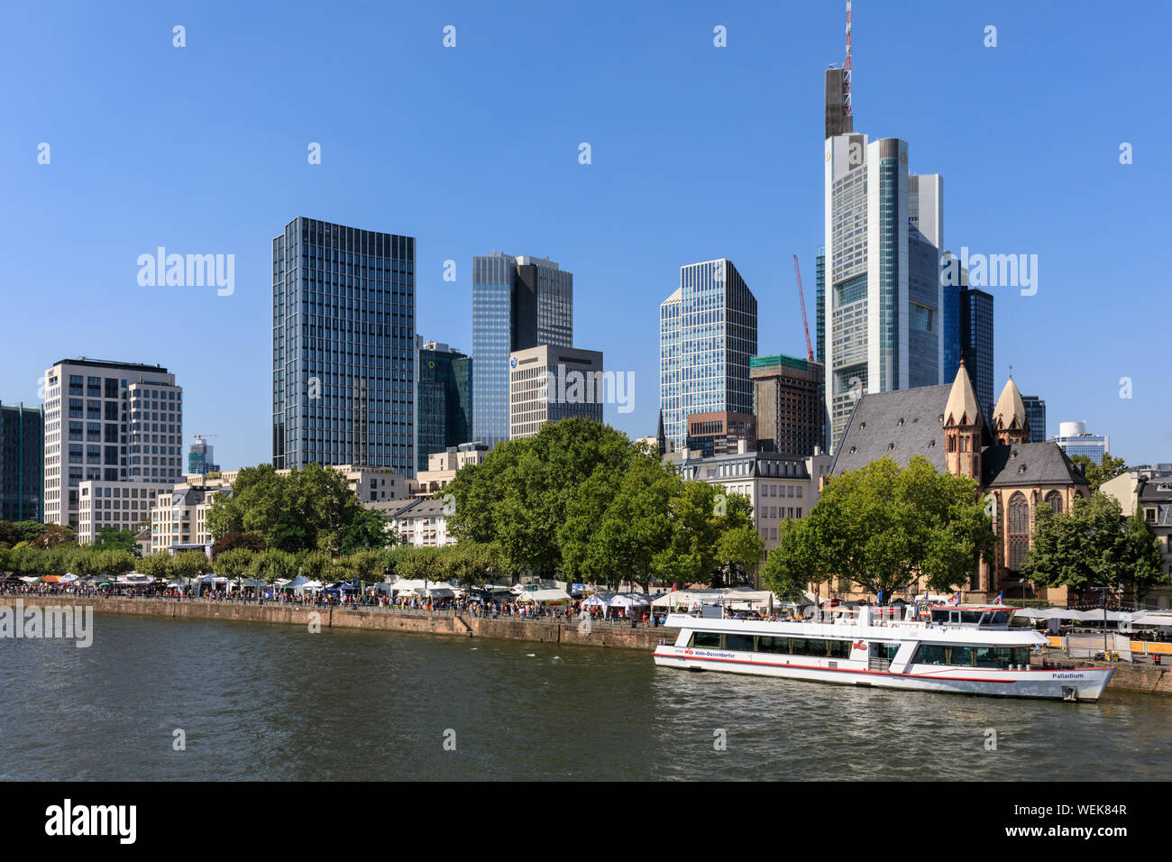 The Frankfurt Guide What To See Where To Eat Drink Party And
