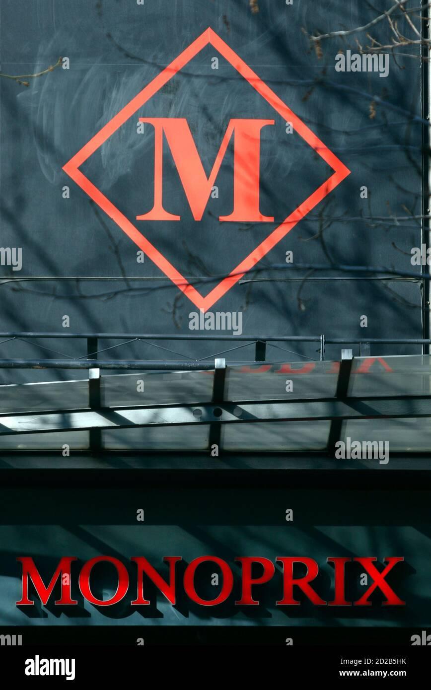 Monoprix Logo Stockfotos Und Bilder Kaufen Alamy