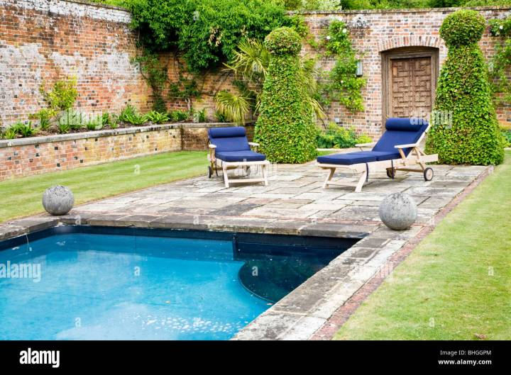 garden swimming pool uk stockfotos & garden swimming pool uk bilder