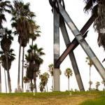 Skulptur Und Palmen Baume Venice Beach Los Angeles County California Vereinigte Staaten Von Amerika Stockfotografie Alamy