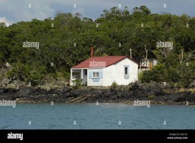 Weißes Ferienhaus (Neuseeland Urlaub Batch) auf Rangitoto ...