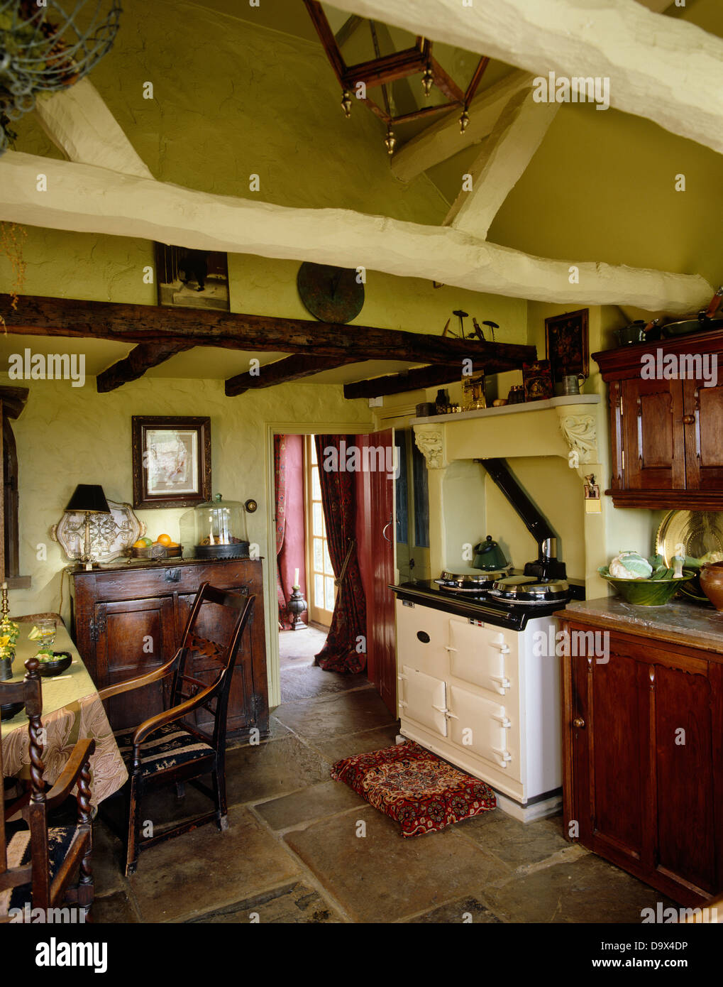 Ceiling Beams Stockfotos & Ceiling Beams Bilder - Alamy