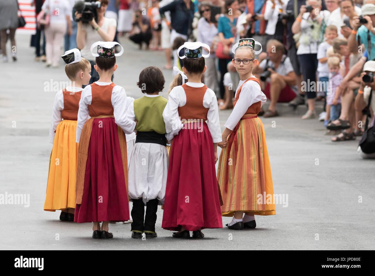 Franzosische Kinder In Traditioneller Kleidung In Fete Des