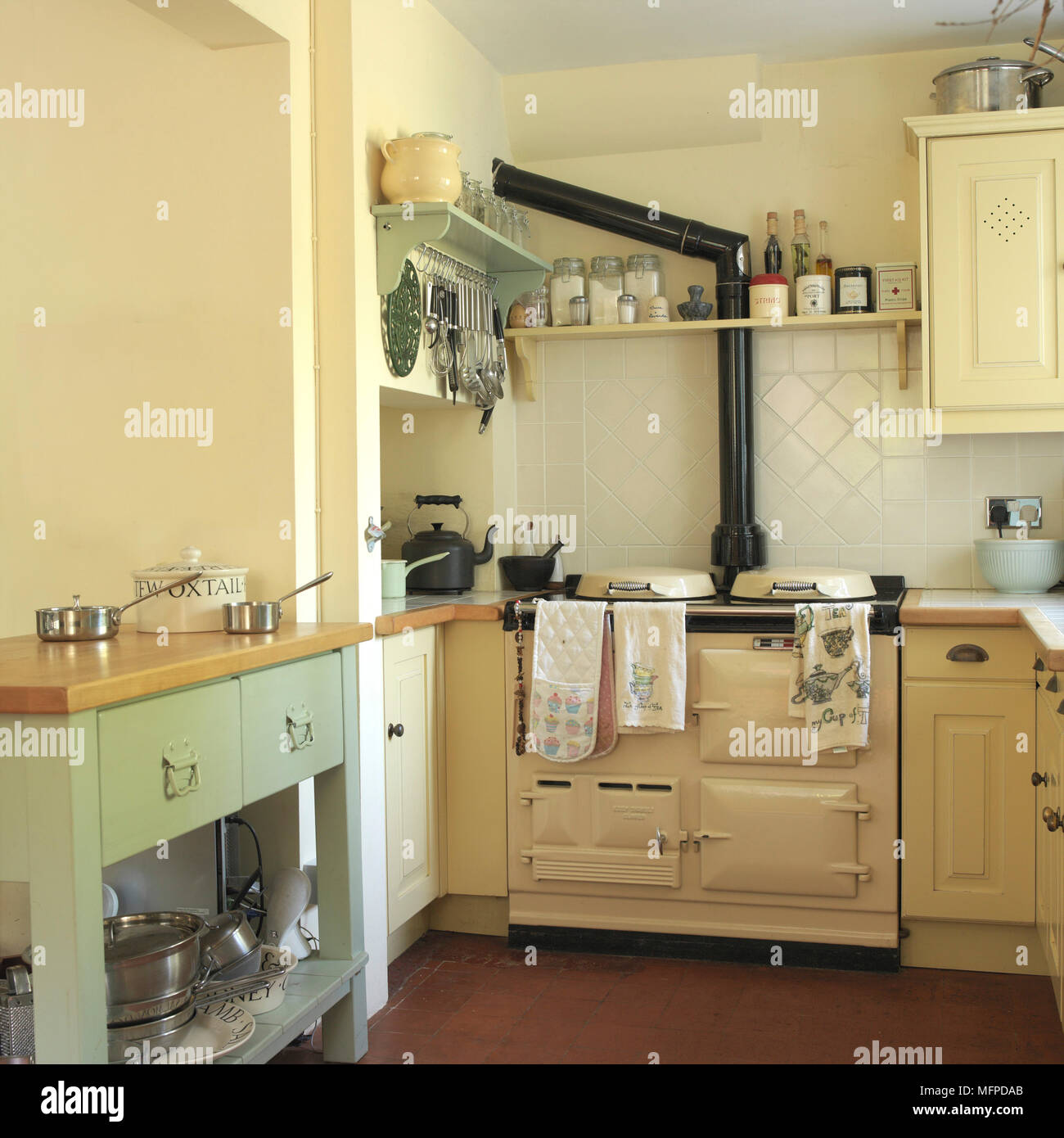 Old Fashioned Oven In Country Style Stockfotos & Old Fashioned Oven In Country Style Bilder - Alamy