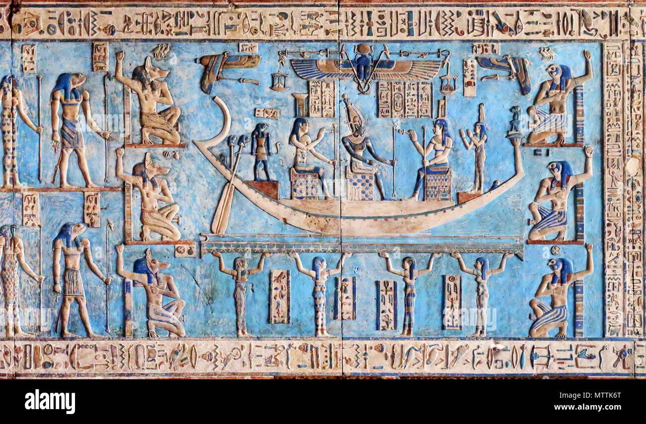 Hieroglyphische Schnitzereien Und Malereien Auf Die Innenwande