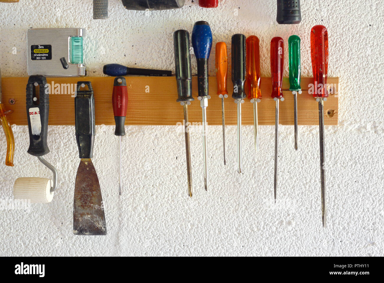 garage tool rack stockfotografie alamy