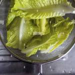 Reinigen Sie Salatblatter In Einem Sieb Fur Spule Top Stockfotografie Alamy
