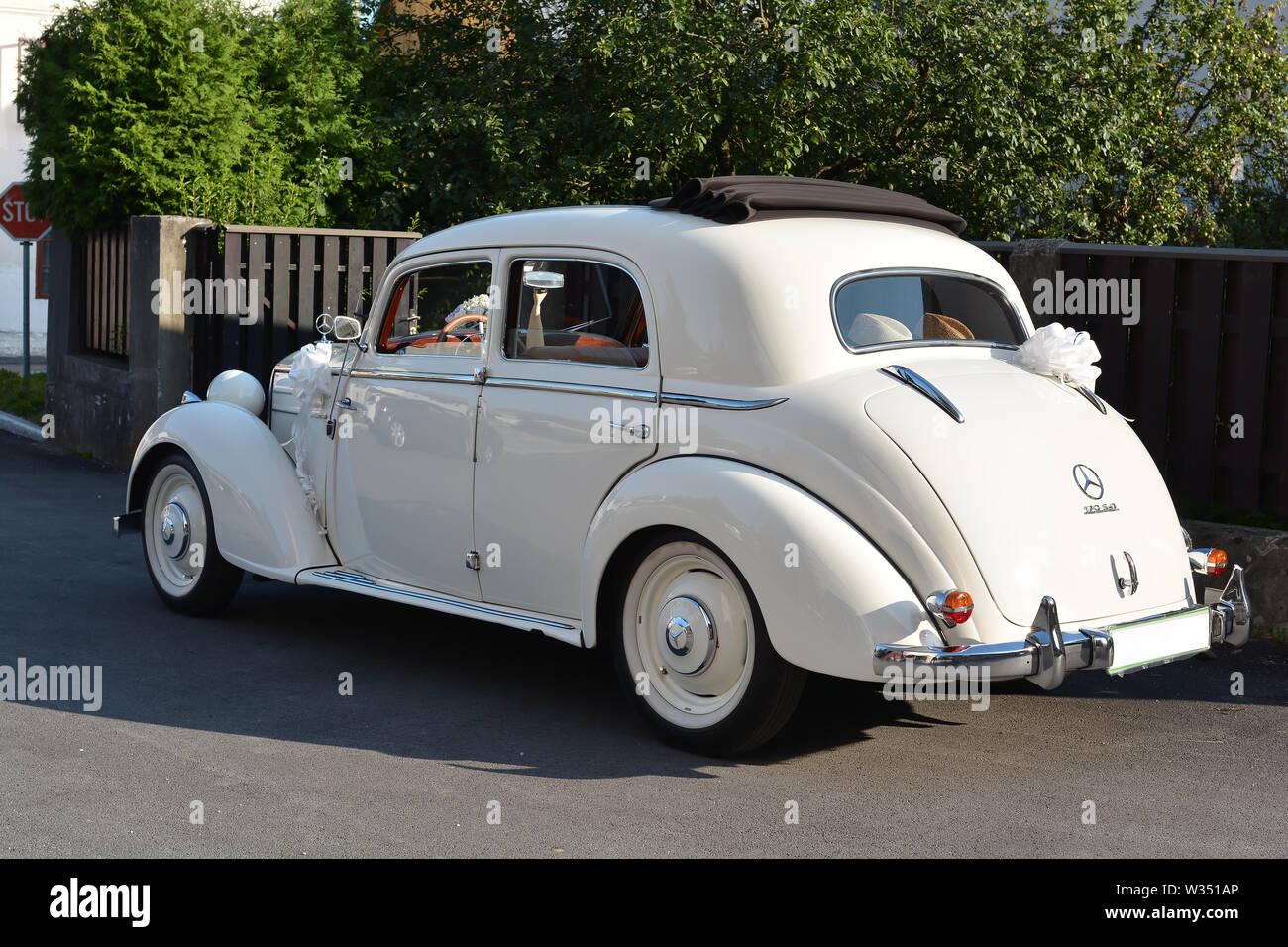 Hochzeitsauto Bonn Oldtimer Kutsche Mieten Fur Ihre Hochzeit