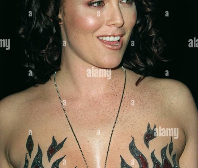 Alisha Klass El Centro Del Partido Mundial Hollywood Los Angeles Estados Unidos El 17 De Abril De 2001