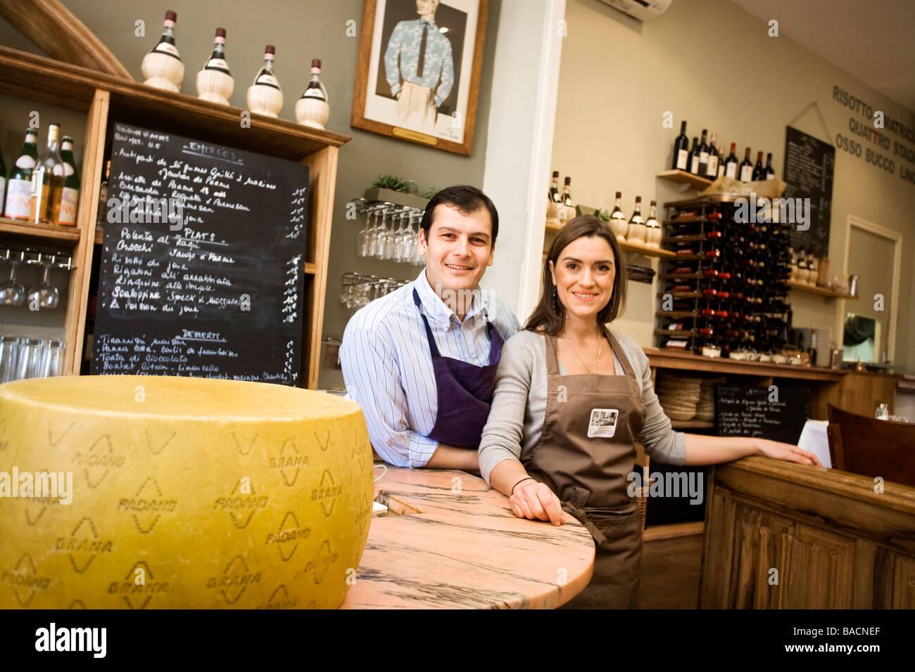 https www alamyimages fr photo image france bouches du rhone marseille la cantinetta dans 24 cours julien trendy restaurant italien stephanie nardoca et chef 23637223 html