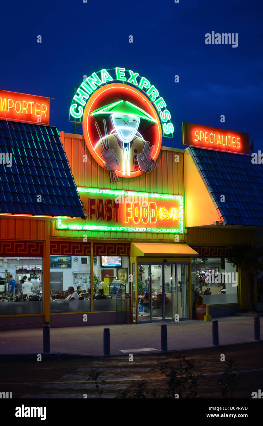 https www alamyimages fr photo image restaurant chinois china express takeaway ou restaurant de restauration rapide le soir plan de campagne provence france 52132793 html