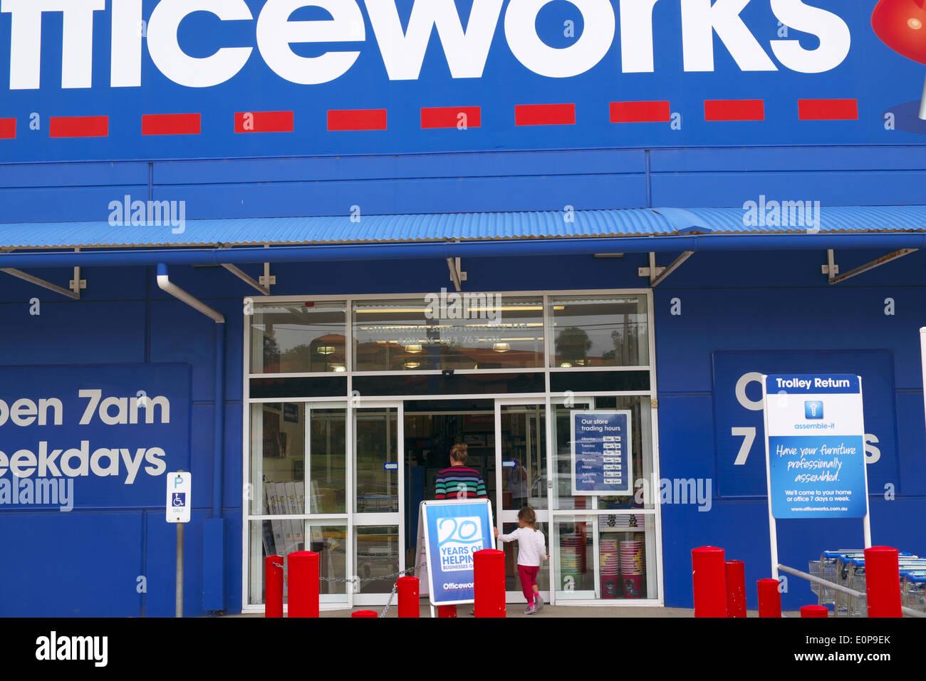 une chaine nationale australienne de magasins de fournitures de bureau est administre par wesfarmers et est base sur le depot de bureau en france