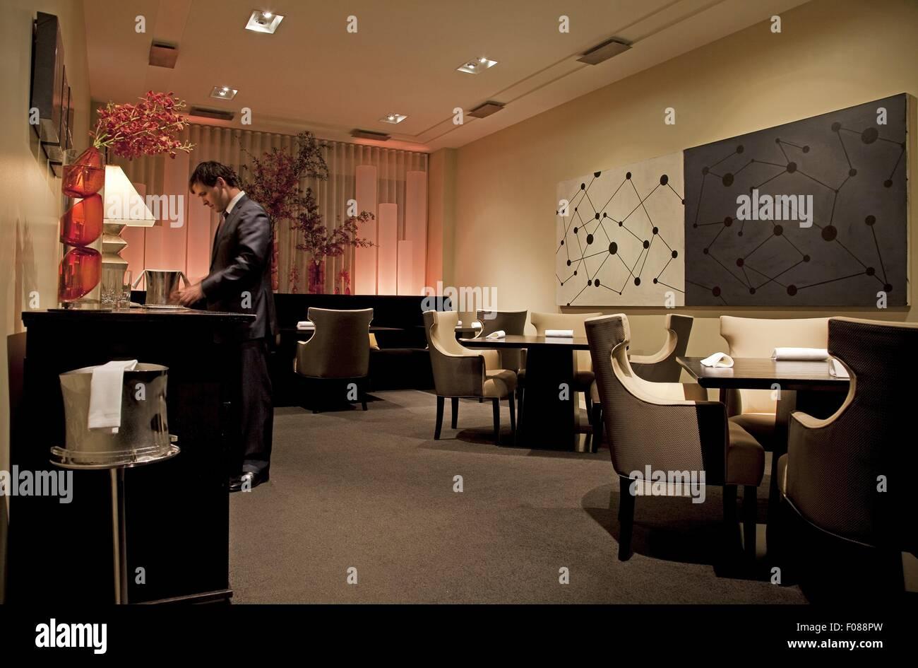 https www alamyimages fr photo image salle a manger avec belle ambiance dans le restaurant alinea chicago usa 86234369 html