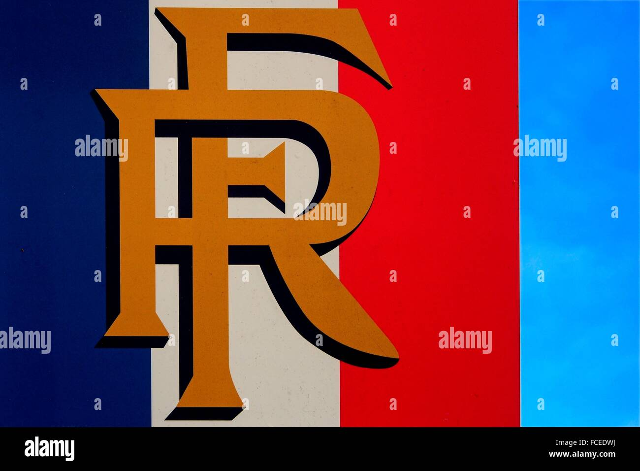 https www alamyimages fr photo image la france bleu blanc et rouge les 3 couleurs du drapeau francais et le logo rf republique francaise 93745950 html