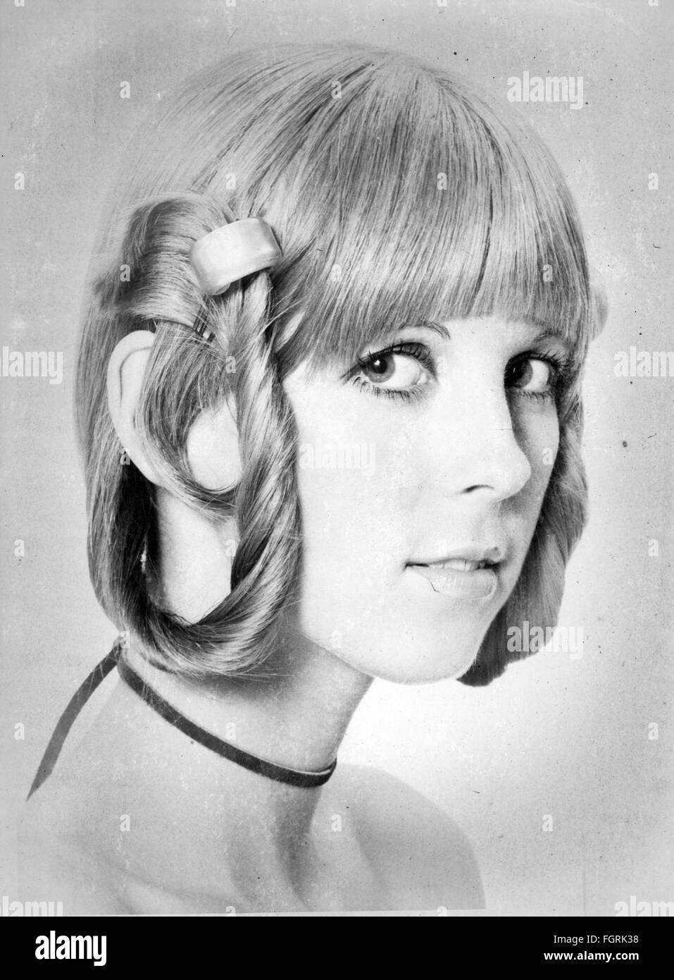 https www alamyimages fr photo image mode annees 1970 coiffures coupe de cheveux pour femme 1970 droits supplementaires clearences non disponible 96406220 html