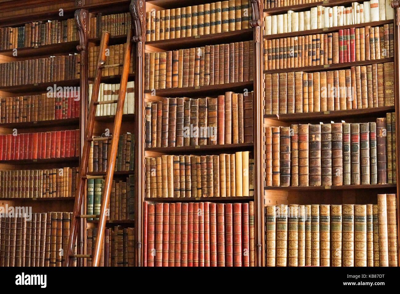 https www alamyimages fr photo image ancienne bibliotheque avec echelle 161836020 html