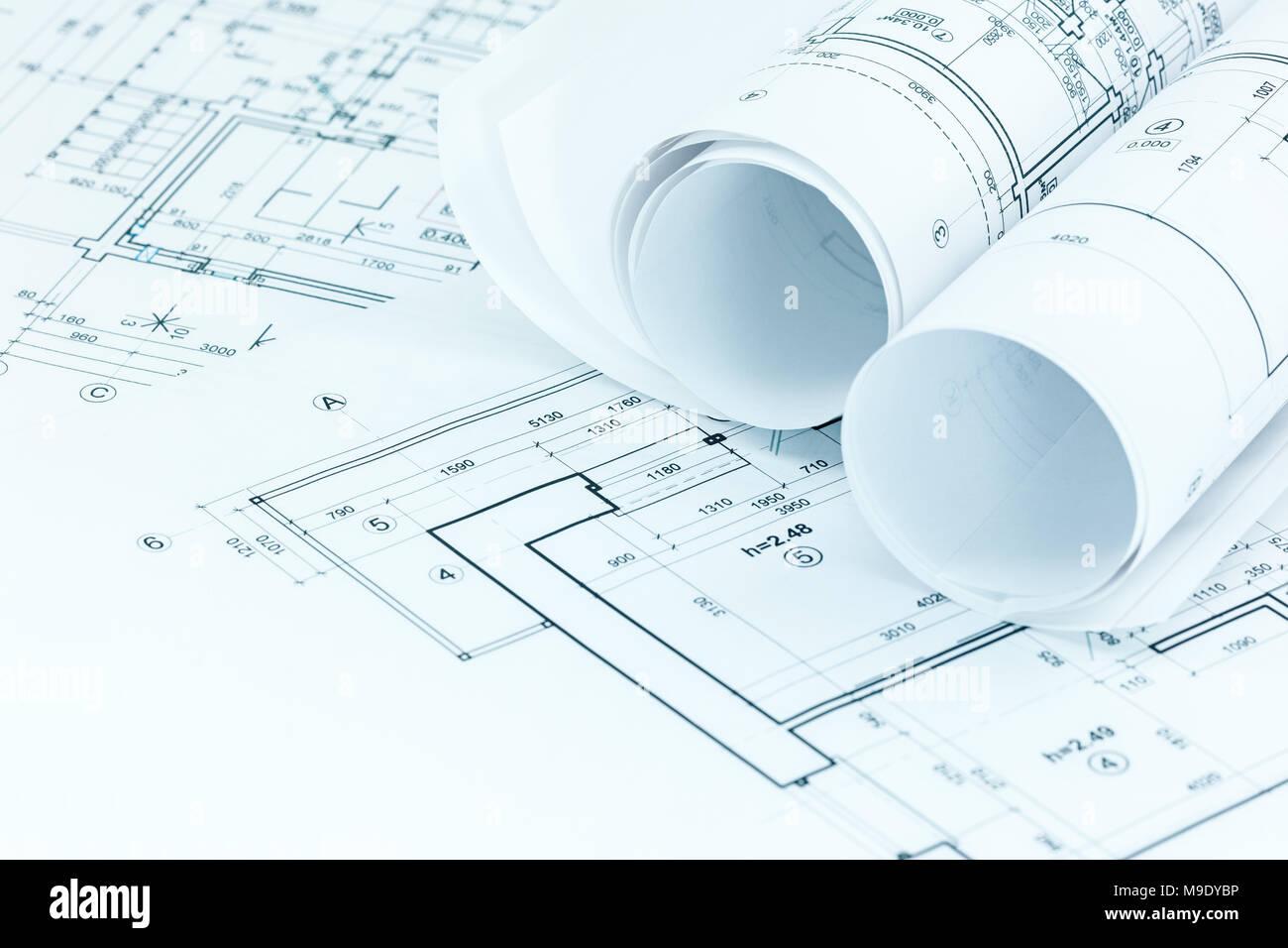 https www alamyimages fr des dessins techniques et des plans de projet plans de travail de l architecte sur rouleau 24 image177942458 html