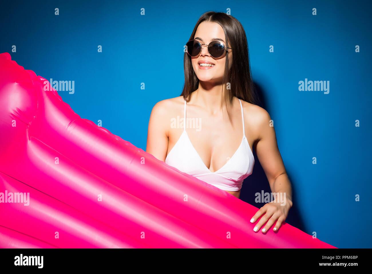 Female Wearing Pink Bikini In Photos Female Wearing Pink Bikini