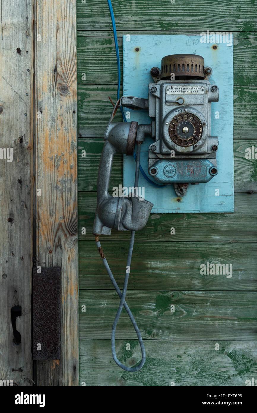 https www alamyimages fr ancien telephone mural des mineurs russe barentsburg reglement isfjorden spitsbergen svalbard norvege image223037643 html